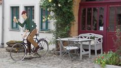 Iphofen Kulinarium (martini_bianca) Tags: iphofen germany germania deutschland allemagne franken franconia franconie radfahrer statue frankenwein bank martinibianca