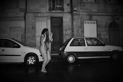 Ariane (Goulc'han) Tags: amie qubec france pluie rue flash femme nue spontane rire chien dreadlocks vie alcool goulchaneye nikond600 photos art progrs
