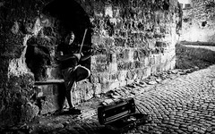 Fiddler in a passage (I.C. Photo) Tags: bw belgrade beograd blackandwhite fiddler kalemegdan musician serbia srbija streetperformer streetphotography violine
