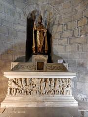 Saint-Hilaire - Abbaye - Eglise (Fontaines de Rome) Tags: aude sainthilaire saint hilaire abbaye eglise sarcophage sernin matredecabestany matre cabestany statue reliquaire