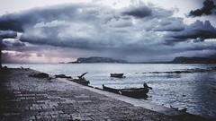 mala tempora currunt (Angelo Trapani) Tags: palermo maltempo pioggia temporale mare cielo nubi nuvole atmosfera molo porto barche gabbiani alba sunrise