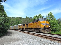UP 6835 and 3800 (Trains & Trails) Tags: up unionpacific train railroad engine locomotive diesel transportation connellsville pennsylvania fayettecounty widecab q27617 ge ac44cw generalelectric 6385