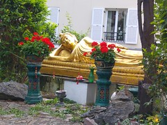 Le bouddha couch (So_P) Tags: bouddhisme pagode svres tinh tam