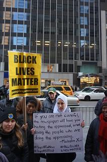 From flickr.com/photos/7278633@N04/15557363504/: #BlackLivesMatter