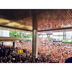 ภาพบรรยากาศสด 16.00 น. คนมารอต้อนรับนักฟุตบอลทีมชาติไทย ณ สนามบินดอนเมือง คนมหาศาล พลังสุด บรรยายไม่ออกเลย #กระทรวงการท่องเที่ยวและกีฬา