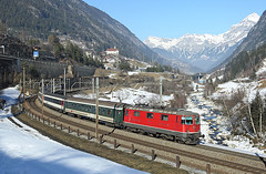 11122, Wattinger Kurve, 19 Feb 2015 (Mr Joseph Bloggs) Tags: electric train ir switzerland pass rail railway sbb 420 basel locomotive locarno passenger bahn treno regional kurve gotthard wassen re44 2323 erstfeld 11122 wattinger ir2323