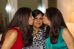 Amor de filhas (Andr Moecke) Tags: people love mom twins mother kisses