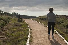 La senda (Oscar F. Hevia) Tags: road espaa spain camino path walk banco asturias luanco walker cielo senda moniello asturies gozn caminate ofh principadodeasturias andarin lluanco verano2012
