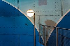 L'Enfer me ment (fidgi) Tags: paris architecture metro saintmichel bleu blue shadow ombre light underground subway white blanc canoneos5dmk3 canon lamppost lampadaire