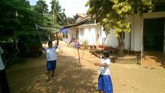 Seifenblasen in Behinderteneinrichtung in Ittapana, Sri Lanka 2