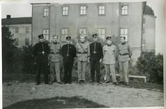 Militärer, Uppsala, 40-talet (netzanette) Tags: portrait vintage soldier sweden military uppsala sverige 40s militär porträtt uppsalacastle uppsalaslott militärer
