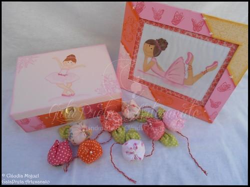 """Caixa para ganchinhos, quadro e flores """"Bailarinas Cor-de-Pêssego"""""""
