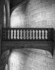 Geometria en la Alhambra (Javier Martinez de la Ossa) Tags: blackandwhite bw espaa blancoynegro andaluca spain bn escalera alhambra granada espagne palaciodecarlosv balaustrada javiermartinezdelaossa