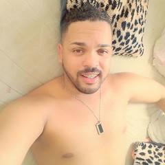 Se no for pra me fazer voar bem alto, nem tire meus ps do cho!   #BomDia #willdebarba #DiaLindo #cafa #godinho #eusou (Will Santtos) Tags: instagramapp square squareformat iphoneography uploaded:by=instagram skyline