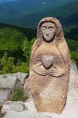 szeplőtelen szív / immaculate heart (debreczeniemoke) Tags: statue spring peak hike tavasz immaculateheart szobor gutin túra feketehegy mária csúcs mogoşa gutinhegység munţiigutâi munţiigutin olympusem5 gutinmountains szeplőtelenszív