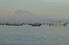 Bali - Sanur Boats & Mount Agung at Sunset (zorro1945) Tags: bali indonesia asia sanur mountagung volcano mountain sea boats eveninglight sunset sundown gloaming nightfall