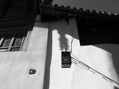 afternoon (-{ ThusOriginal }-) Tags: 2009 bw blackandwhite china digital grd3 grdiii house lamp lijiang monochrome people ricoh roof shadow street sunlight thusihaveseen window winter yunnan