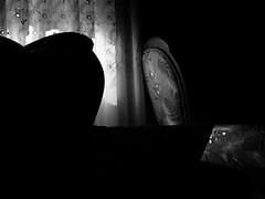 recuerdo.en.descomposicin (14) (Antonio Prez .) Tags: bw casa home brillo brillance ornamentation luz light backlighting blancoynegro monocromo monocromtico monochrome monochromatic luzinterior interior interiorlight mono black white blackandwhite fujifilm x20