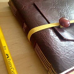 Giallo (La Stanza di Wendy) Tags: notes bottoni lastanzadiwendy quadernoinpelle rilegatura longstitch bookbinding
