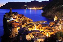 Vernazza at Night (tomosang R32m) Tags: night yakei  blue bluemoment cinqueterre  liguria   italia italy laspezia   vernazza  canon eos 6d coast dusk