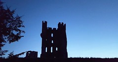 Helmsley Castle (Paul Thackray) Tags: yorkshire northyorkshiremoorsnationalpark northyorkshiremoors northyorkshire ryedale helmsley castle silhouette 2016