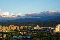 2016-10-20 17.07.51 (pang yu liu) Tags: 2016 10 oct    10  building highrise bade taoyuan  dusk  apartment