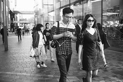 Untitled (Kevin.Beijing) Tags: people human humanity element street streetshot streetshoot streetshooter streetphotography streetphoto streetscene streetview view life streetlife photography snapshot snap shot shoot shooter scene monochrome blackandwhite bw wb black white nocolor china beijing sanlitun