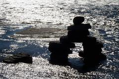 An inukshuk along the Ottawa River in Hull (Gatineau), Qubec (Ullysses) Tags: hull gatineau qubec autumn automne ottawariver riviredesoutaouais rockart inukshuk