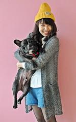 可愛的情侶 (Danburg Murmur) Tags: woman dog chien smile hat studio taiwan bulldog hund taipei 台灣 台北 犬 狗 buldog bulldogge собака 개 bouledogue chó ブルドッグ câine бульдог สุนัข đực कुत्ता 불독 牛頭犬 કૂતરો ឆ្កែ બુલડોગ fardogstudio สุนัขบูลดอก एकप्रकारकाकुत्त