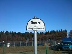 Grenze des Privatgleianschlues (sic) (germanium) Tags: schild bahn deutsche grenze