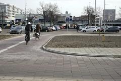 fietspad 2014-11-23 at 14-40-13 (Guda G) Tags: amsterdam fietspad amsterdamnoord parkeerterrein buikslotermeer buikslotermeerplein winkelscentrum