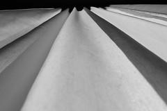 rideaux (joel rigo) Tags: blackandwhite france art canon europe perspective vagues amateur noirblanc rideaux bigjo canon550d planetetrerre joelrigo