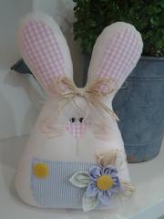 20150219_170520 (adriana.comelli) Tags: capa coelhos cadeira pascoa cestas ninhos cenouras guirlandas