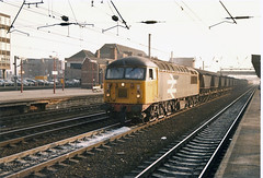 56085 Doncaster (British Rail 1980s and 1990s) Tags: br britishrail class56 mgr 56085 doncaster 56 train rail railway station diesel loco locomotive freight railfreight 1980s 80s type5 eighties livery ecml eastcoastmainline er easternregion yorkshire mainline trains liveried traction