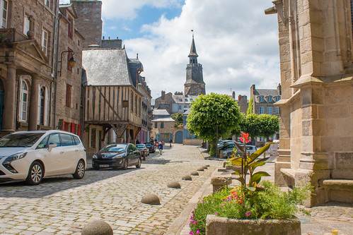 Place Saint-Sauveur à Dinan