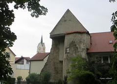 22-IMG_3578 (hemingwayfoto) Tags: bayern dach gebude giebel gotisch hindenburgwall historisch kirche neustadt neustadtdonau stadtkirche turm uhr wehrturm