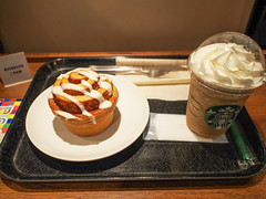Starbucks Coffee (INZM.) Tags: starbucks coffee japan    break lunch yokohama      coffeejerrycreamyvanillafrappuccino jerry creamy vanilla frappuccino  cinnamonroll cinnamon roll food iphone iphone6s