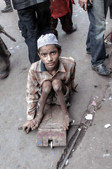 INDIA0451 (a PSYCHIATRIST'S view) Tags: india beggar photojournalism handicapped