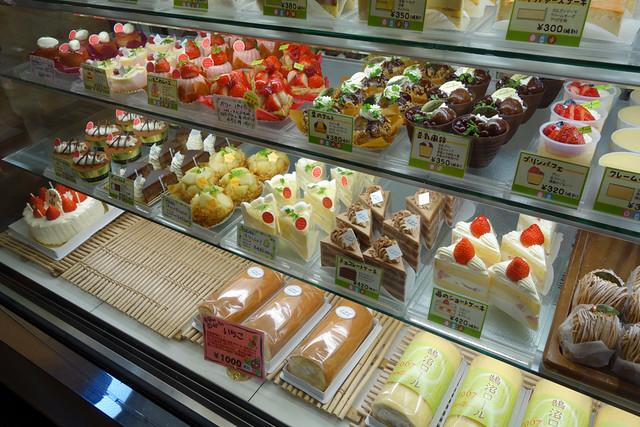 ラシェット ブランシュ湘南の美味しそうなケーキがズラリと並ぶ|ラシェット・ブランシュ湘南長後本店