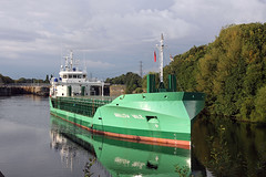 'Arklow Vale' Irlam 5th August 2016 (John Eyres) Tags: arklowvale manchestershipcanal irlam barton bridge lift collapse deck trapped msc irwell park wharf