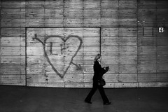 (cherco) Tags: 4 four cuatro woman walk heart corazon alone love street night noche nocturne negro nocturna aloner solitario lonely walker lines lineas composition composicion blancoynegro blackandwhite canon city ciudad 5d canoneos5diii