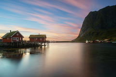 Reine Sunrise (Holger Neuert) Tags: fishinghut norwegen neuste langzeitbelichtungen lofoten recnt langzeitbelichtung leefilter norway longexposure fisher sky filter mountain wideangle landscape grauverlaufsfilter water landschaftsaufnahme september sonya7 sonyalpha7 graduatefiltersoft batis225 norge sonnenaufgang zeiss prime batis 2016 neueste recent reine nordland no