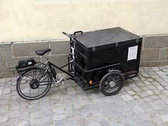 "Triporteurs Rennais  . . .    42/52 - thme "" Transportation "". (Daniel.35690) Tags: 52weeksthe2016edition week422016 4252 2016 52weeks rennes triporteur triporteursrennais transport transportation"