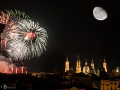 2016-10-16-Fuegos-126-con Luna-02 (Masjota65 (J.Miguel) +400.000 vistas, gracias) Tags: elpilar fiestasdeelpilar catedral cathdrale nocturna nocturne night fuegosartificiales feuxdartifice fireworks luna lune moon