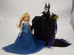 Aurora and Maleficent Doll Set - Disney Fairytale Designer Collection - Deboxed - Aurora Standing Next to Maleficent - Full Front View (drj1828) Tags: us disneystore dfdc heroesandvillains disneyfairytaledesignercollection 2016 purchase sleepingbeauty aurora blue maleficent 12inch limitededition le6000 deboxed standing