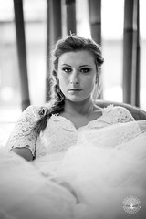 Noeline est mariée // Noeline is married ([Eric OLIVIER]) Tags: mariage portrait noiretblanc blackandwhite canon eos 6d ef85mmf18 f8