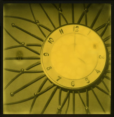 Time 4 Pictures ([jonrev]) Tags: polaroid slr680 se instant film impossible yellow 600 third man records edition expired roidweek 2016 sunburst clock vintage 60s