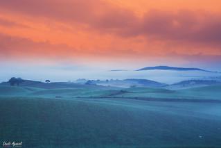 In Val D'Orcia (Toscana)ogni alba e' un emozione tra il silenzio che la domina