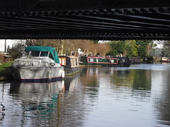 Coxes Lock, Wey Navigation (Tony's Trains and Buses) Tags: boats surrey waterway wey weynavigation addlestone