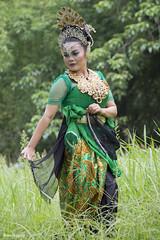 Sunda Dancer (Rossi Agung P) Tags: dress dancing traditional culture dancer bandung indonesian javanese sundanese